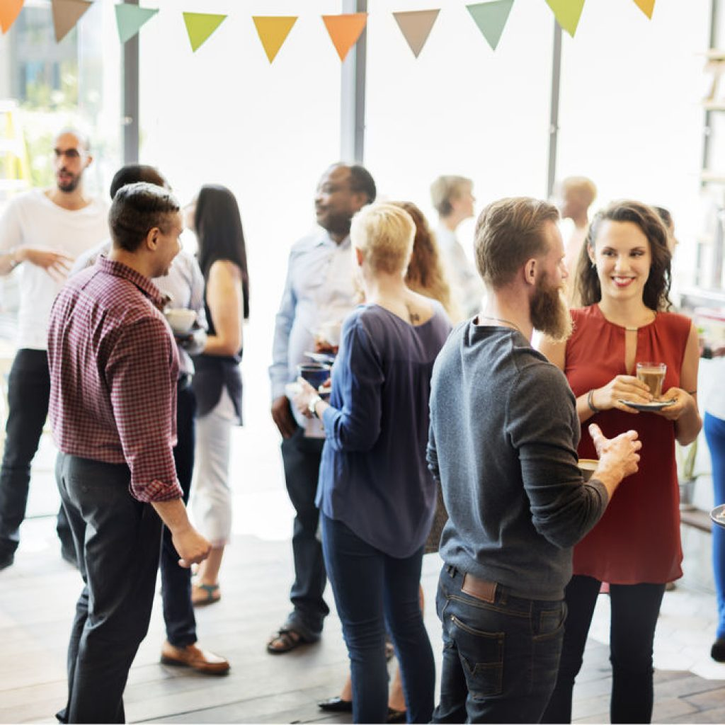 8 Great Networking Tips to Help You Work a Room